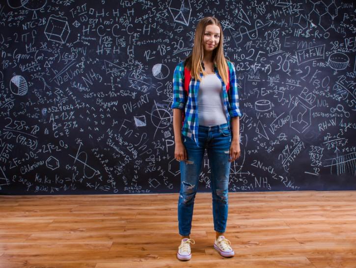 Jeans strappati a scuola