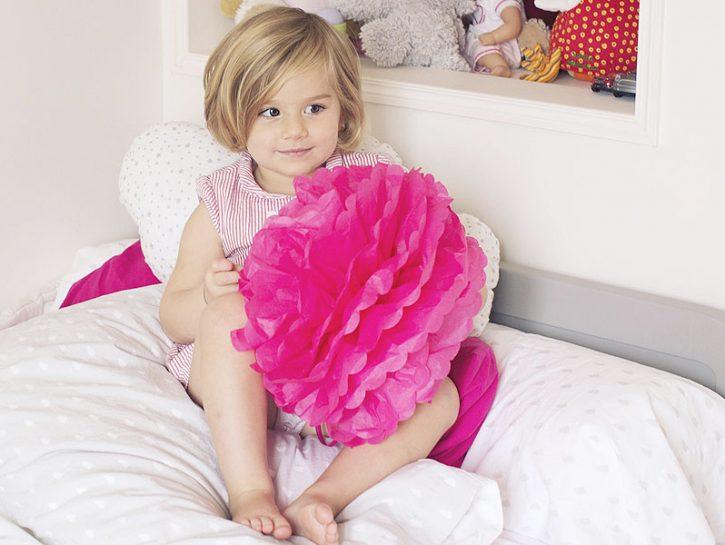 Come fare i pon-pon di carta velina colorata Un'idea per creare festoni o decorazioni singole in ca