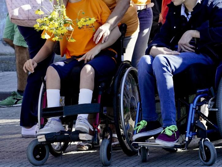 Disabili sedia a rotelle