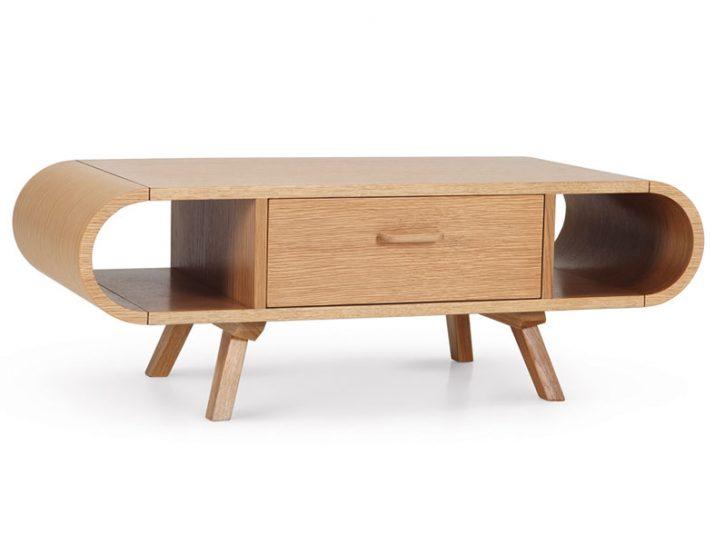 Fonteyn è il tavolino designed by Steuart Padwick dallo stile indiscusso. Curve accentuate e gambe
