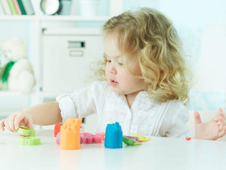 La manipolazione è uno dei giochi favoriti dai bambini di tutto il mondo. Libera la fantasia, fa