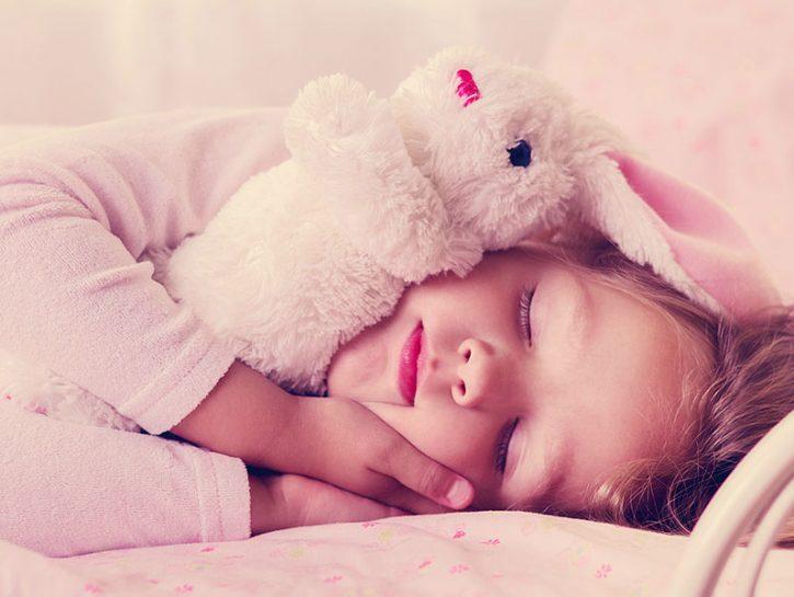 bambina dorme