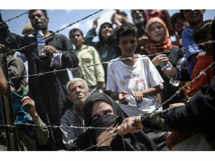 © Bulent Kilic Broken Border, 13 15 June, Sanliurfa, Turkey 04