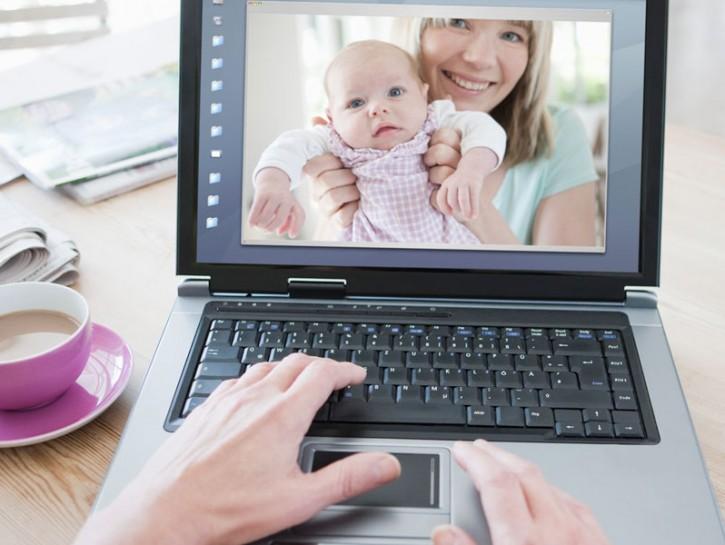 """Ogni volta che una mamma pubblica sul suo profilo social la foto del suo bimbo,viene da pensare: """"ma"""