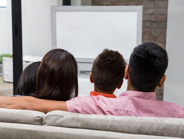 Prima dei 7-8 anni spegni la tv