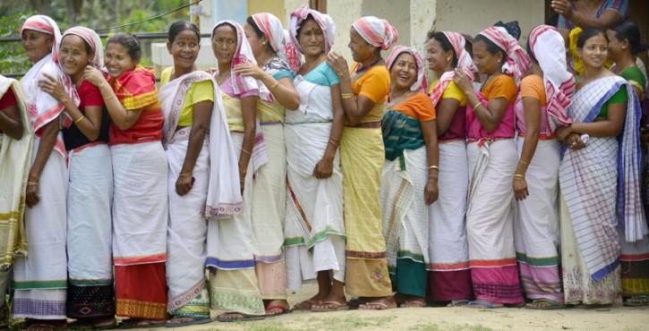 Donne al voto in un villaggio dell'India