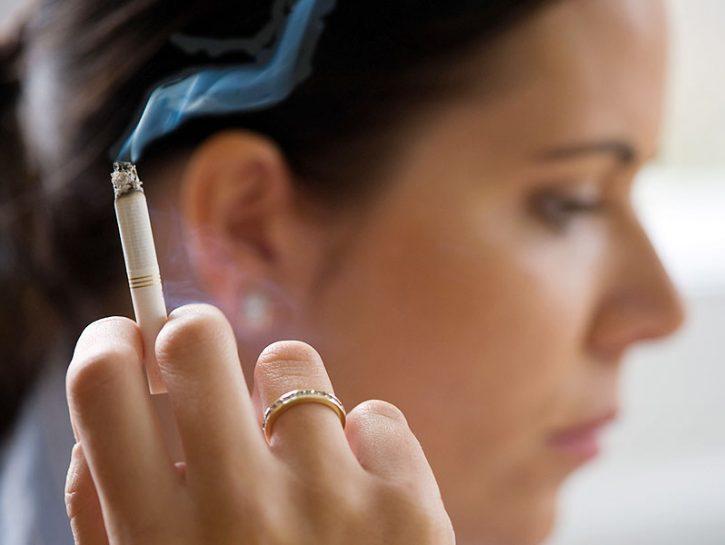 Quando ci sono fumatori in casa l'odore di tabacco può rimanere nell'aria creando un'atmosfera pesa