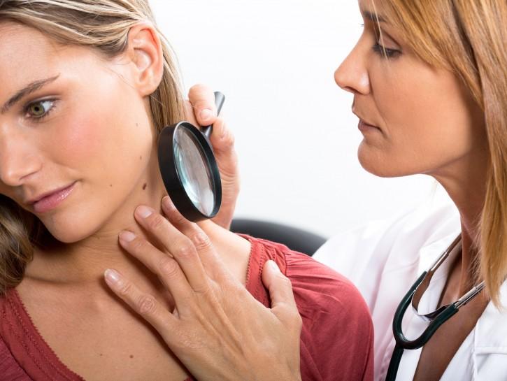 Controllo nei medico donna