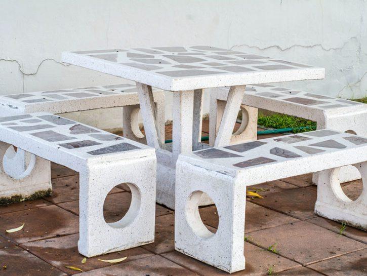 Mobili da esterno in marmo e ceramica