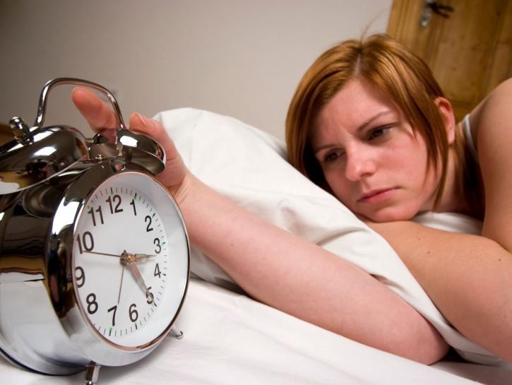 Donna sonno sveglia dormire