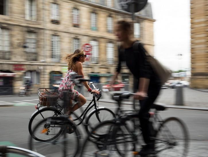 Bicicletta donna uomo citta
