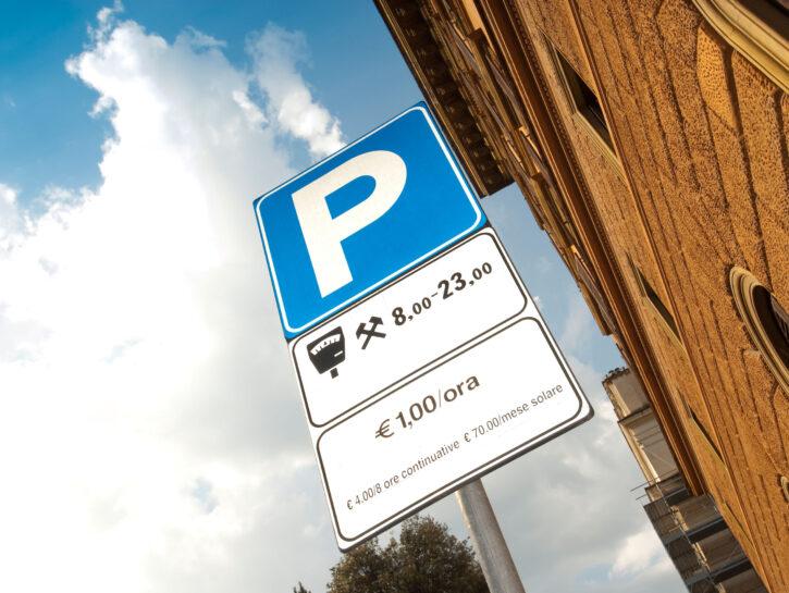Parcheggio a pagamento auto cartello stradale