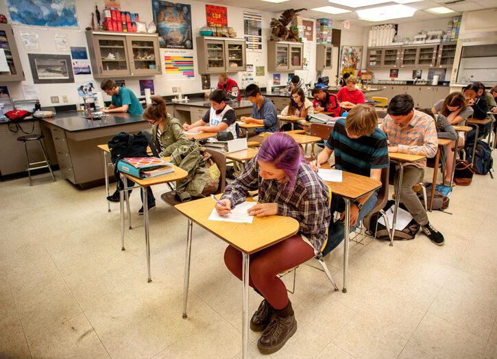 Studenti scuola superiore aula