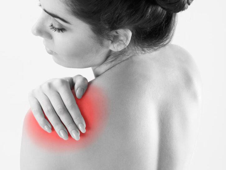 donna con male al collo