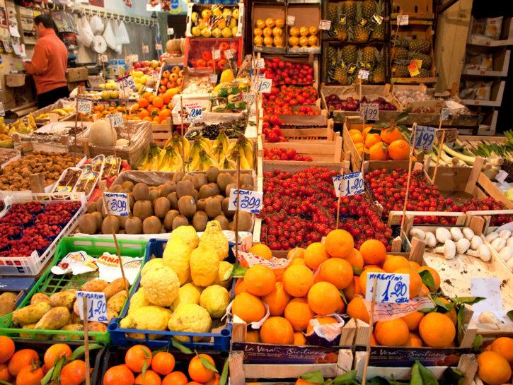 Mercato frutta e verdura aranci mandarinii Vucciria Palermo