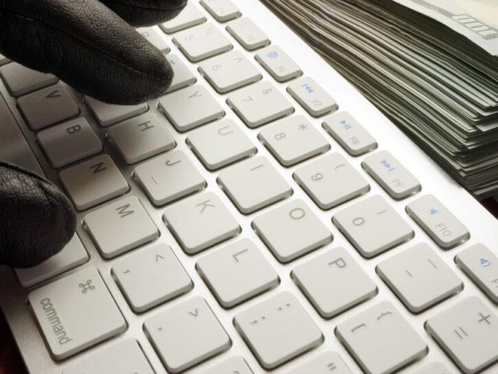 Tastiera guanti neri truffe online
