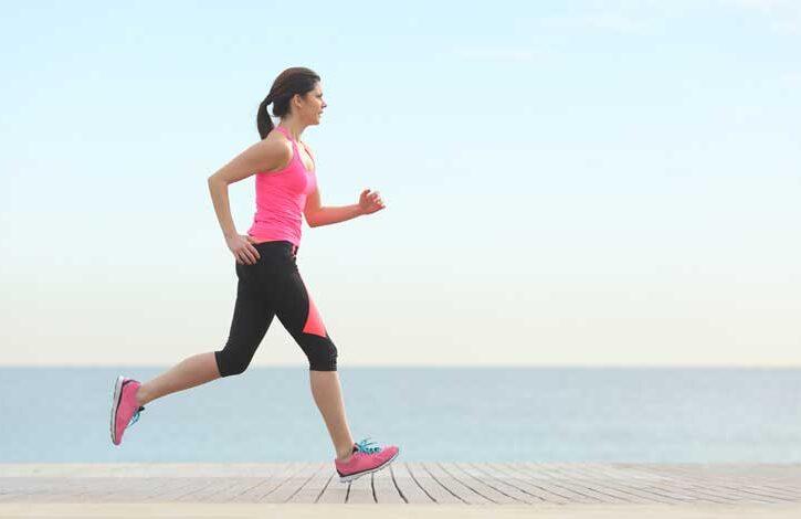 donna corre su passerella