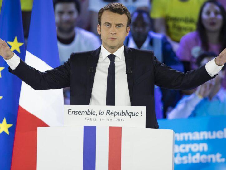 Emmanuel Macron bandiera francese