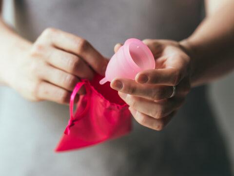 Coppetta mestruale: tutto quello che c'è da sapere e i buoni motivi per usarla