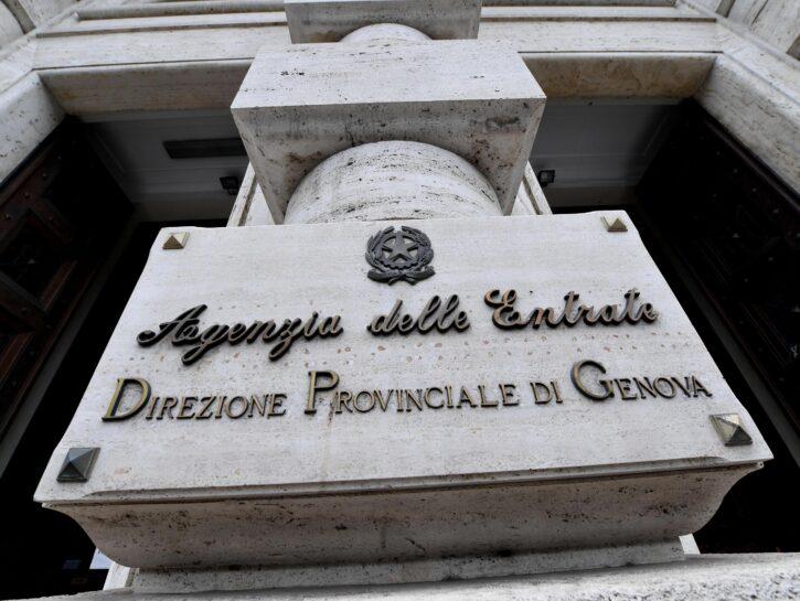 L'ingresso dell'Agenzia delle Entrate di Genova