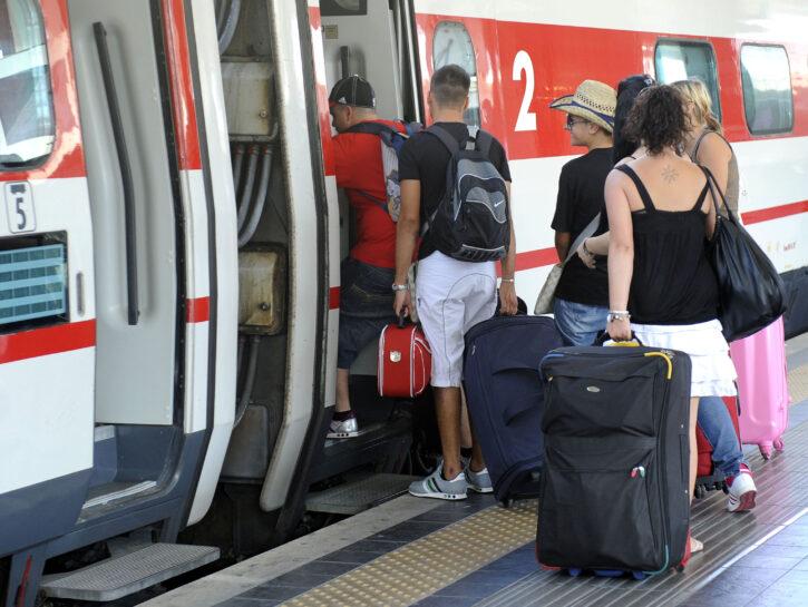 Turisti e pendolari treni