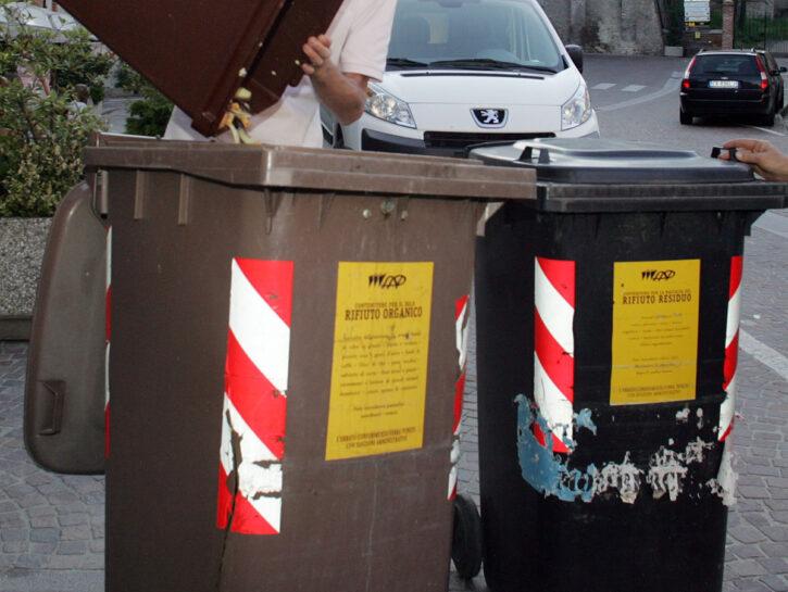 Bidoni rifiuti città