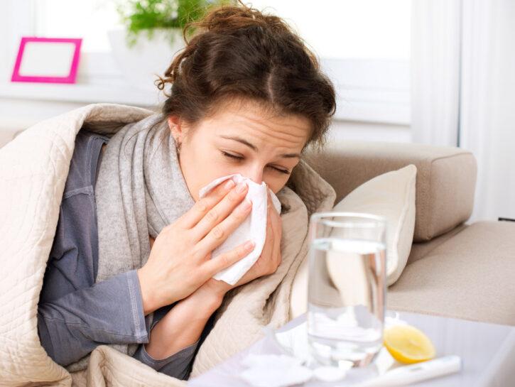 Donna influenza letto termometro vitamina c