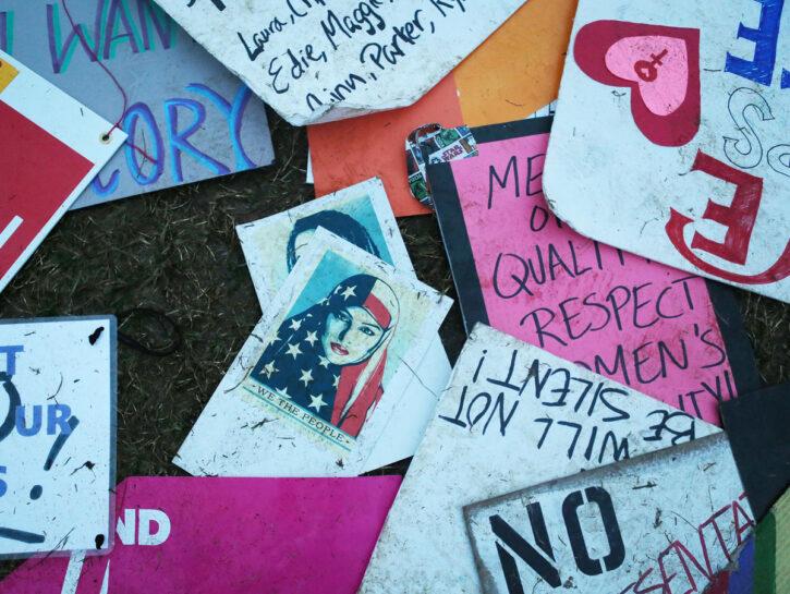 Alcuni cartelli della Women's March, la grande manifestazione di Washington del 21 gennaio 2017