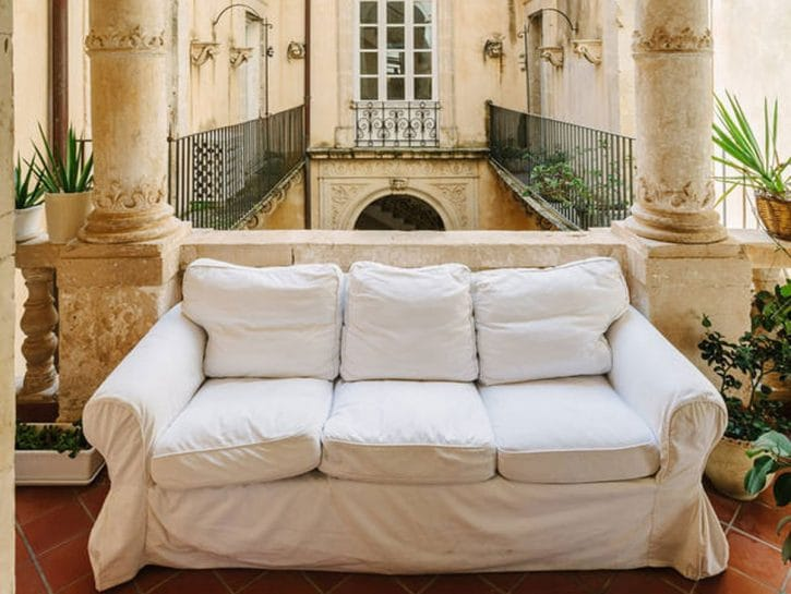 La casa di Antonella e Max a Siracusa, un palazzo nobiliarenel cuore della parte più antica della