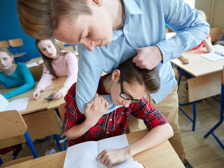 Bullismo tra i banchi di scuola ragazzi