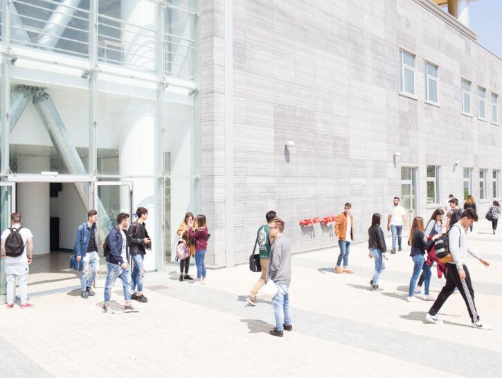 Le foto della scuola per sviluppatori di app aperta a ottobre 2016da Apple nel quartiere di San Gi