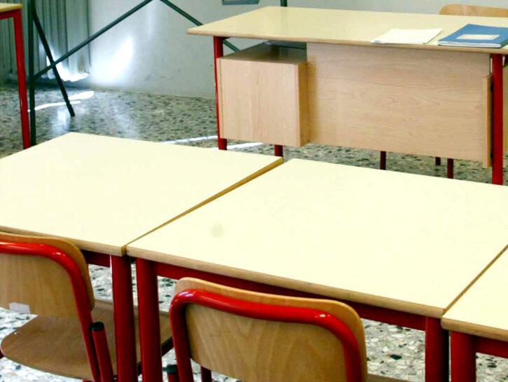 Aula scolastica banchi cattedra