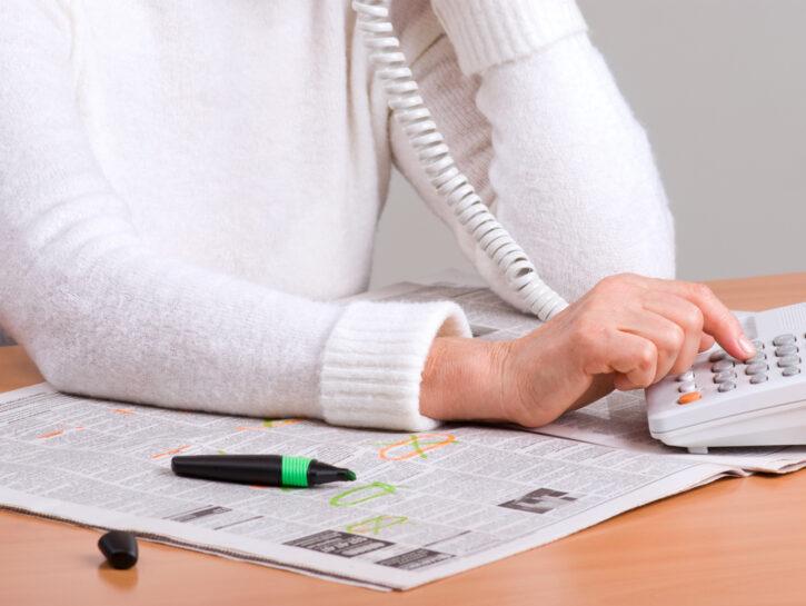 Donna cerca lavoro annunci su giornale