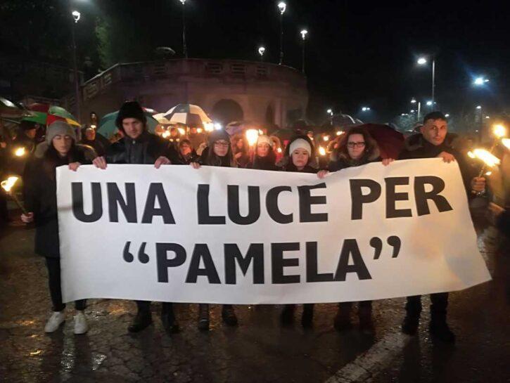 Fiaccolata a Macerata lo scorso 6 febbraio per Pamela Mastropietro. L'iniziativa è organizzata dall