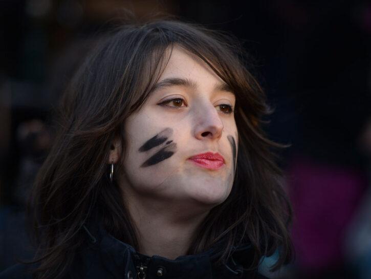 Una manifestante durante lo scioperoorganizzato dal collettivo femminsita Non una di meno, 8 marzo