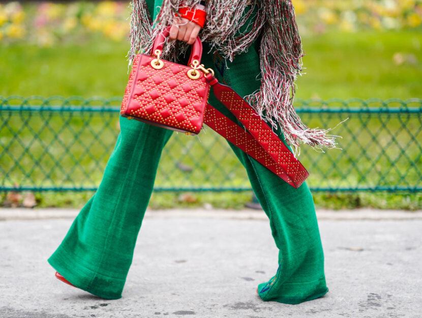 Pantaloni a zampa: il nostro vademecum per indossarli con stile e 6 look tutti da copiare!