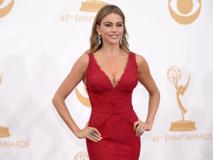 Sofia Vergara sul red carpet, le cui curve sono rese perfette da un intimo modellante