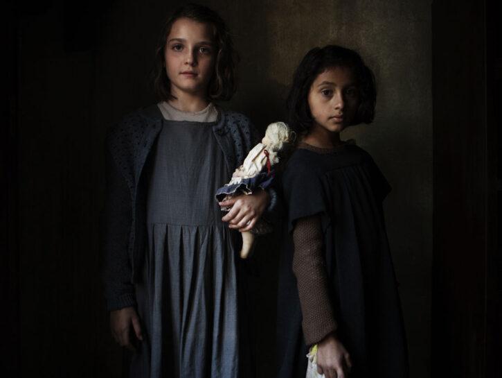 Da sinistra, Elisa Del Genio (Elena) e Ludovica Nasti (Lila)