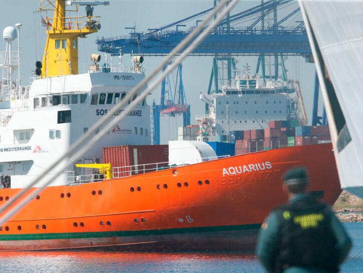 L'Aquarius entra nel porto di Valencia lo scorso 17 giugno