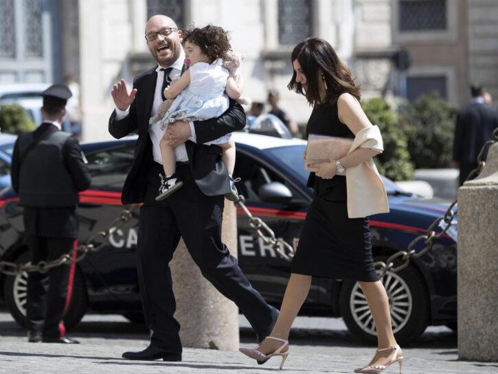 Ministro-Fontana-e-famiglia-moglie-figlia