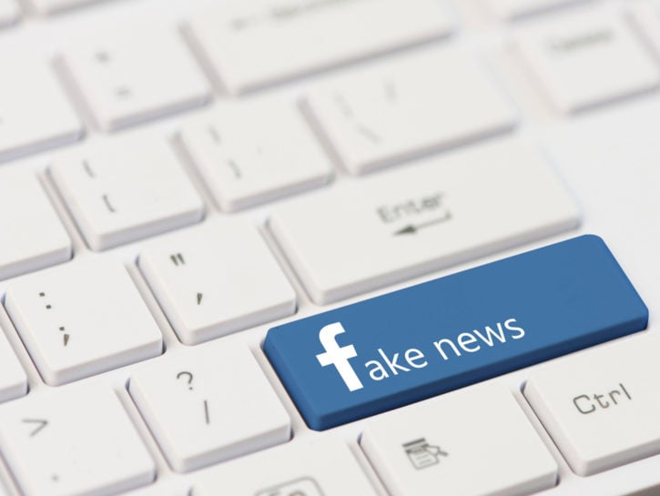 Fake news Facebook tastiera
