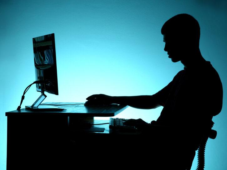 Adolescente internet computer addicted