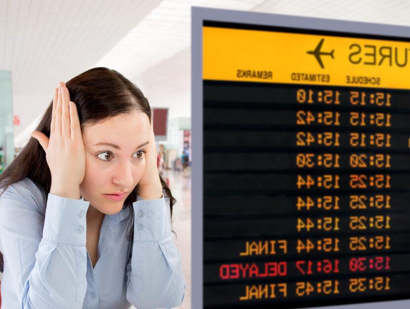 Ragazza aeroporto aereo in ritardo