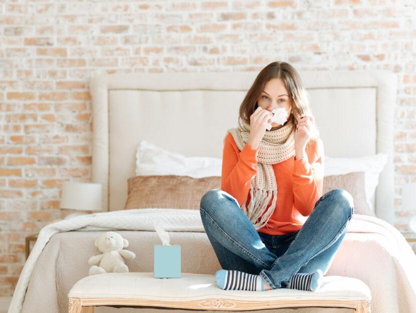 ragazza letto raffreddore