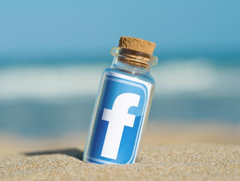 Facebook in bottiglia spiaggia