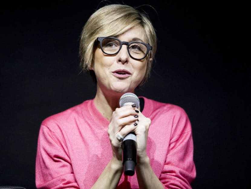 Nadia Toffa con microfono