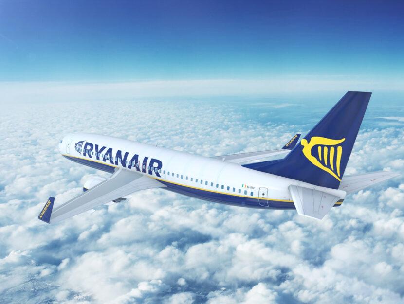Aereo Ryanair cielo