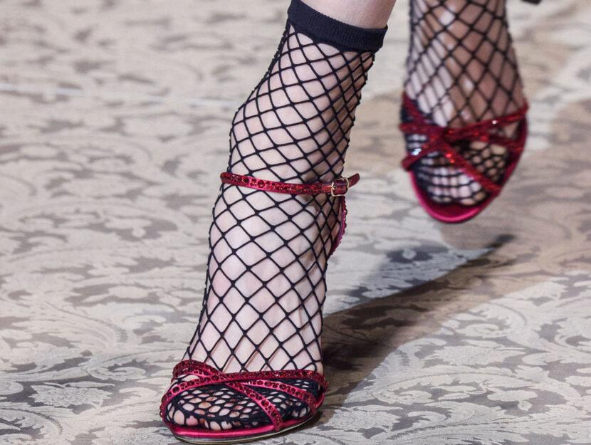 Una modella sulla passerella di Dolce & Gabbana