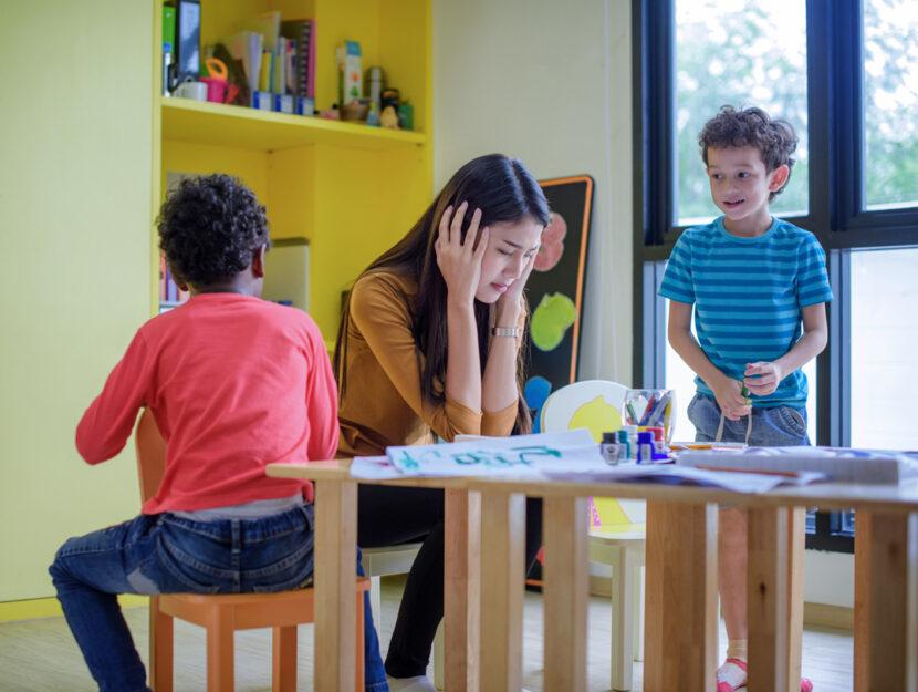 Scuola elementare bambini maestra disperata
