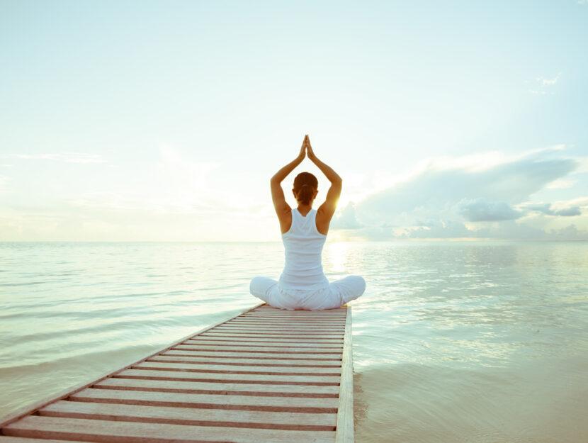 yoga sul mare donna